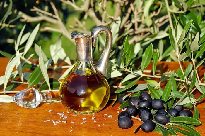 Natürel Sızma Zeytinyağı asit derecesi en düşük zeytinyağı çeşitlerindendir.