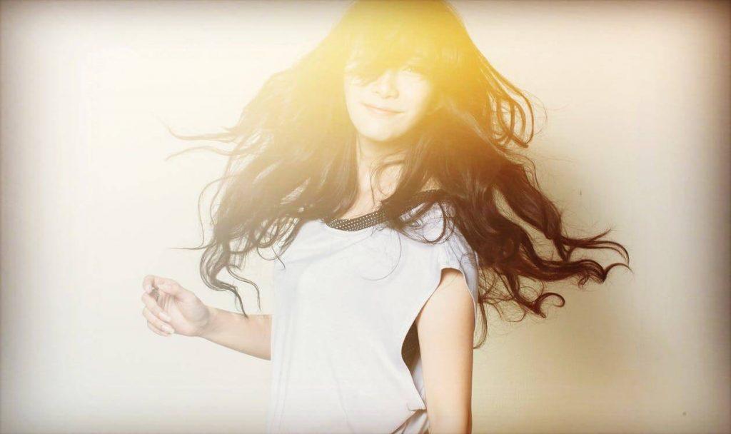 Saç bakımı için zeytinyağı kullanın, saçlarınız dolgun ve hacimli görünsün
